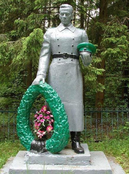 д. Лапени Чаусского р-на. Братская могила у деревни, в которой захоронено 503 воина.