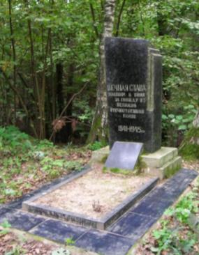 д. Лужок Чаусского р-на. Братская могила, в которой захоронено 12 воинов.