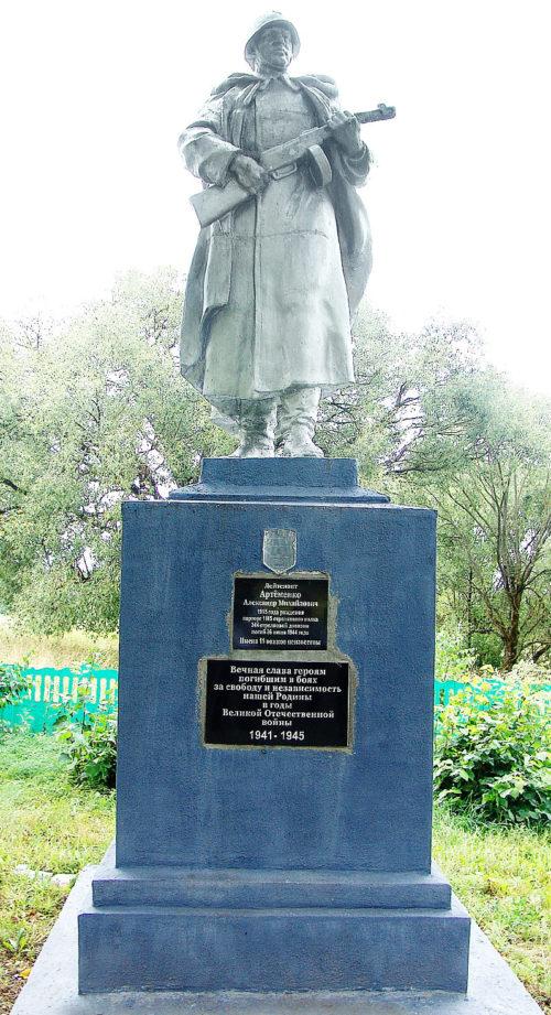 д. Рудковщина Горецкого р-на. Памятник, установленный на братской могиле, в которой похоронено 12 советских воинов, в т.ч. 1 неизвестный.