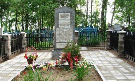 г. Могилев. Памятник на Грузовском кладбище установленный на братской могиле, в которой похоронено 35 воинов, павших в июне 1944 года.