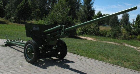57-мм противотанковая пушка ЗИС-2.