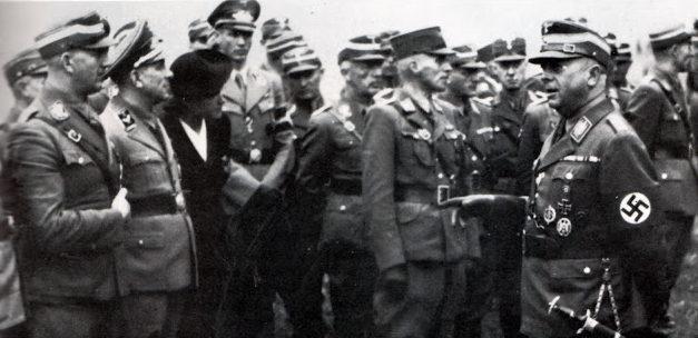 Вильгельм Шепман среди членов СА. 1938 г.