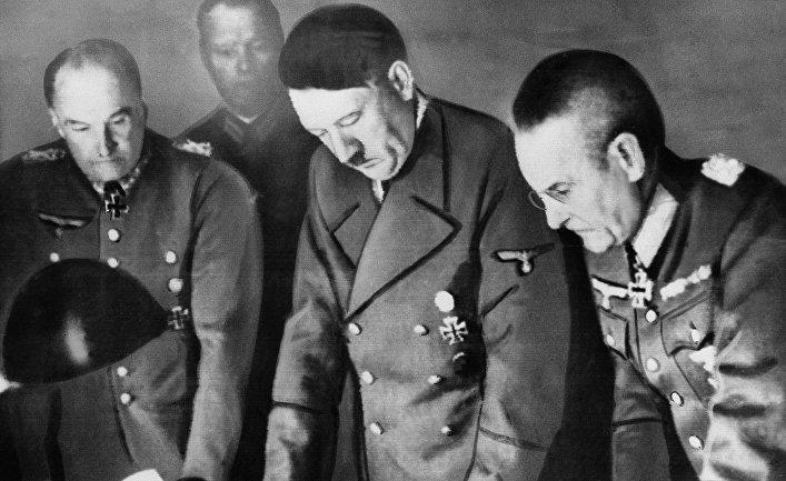 Франц Гальдер, Адольф Гитлер и Вальтер фон Браухич. Берлин. 1939 г.