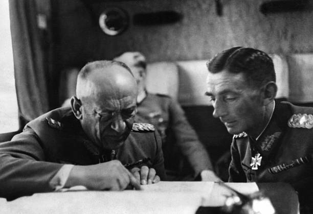 Эдуард Дитль и Николаус фон Фалькенхорст. Финляндия. 1943 г.