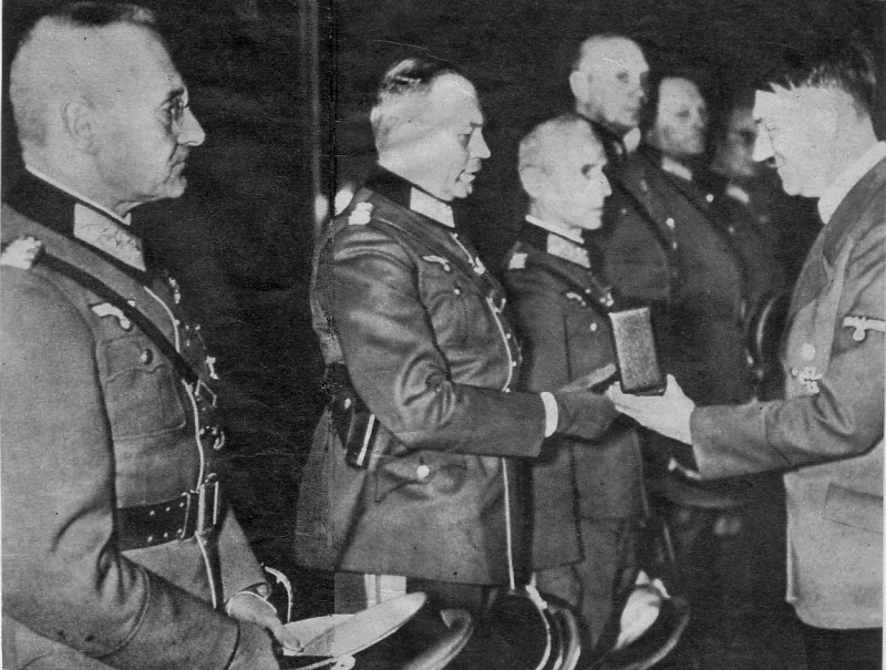 Франц Гальдер получает Рыцарский крест. 1939 г.