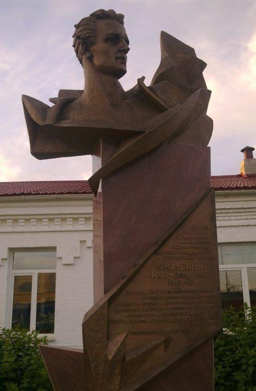 г. Осиповичи. Памятник, установленный на перроне железнодорожного вокзала в 2009 году организатору городского подполья Криловичу Ф.А.