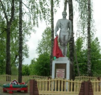 д. Петуховка Чаусского р-на. Братская могила, в которой захоронено 288 воинов.