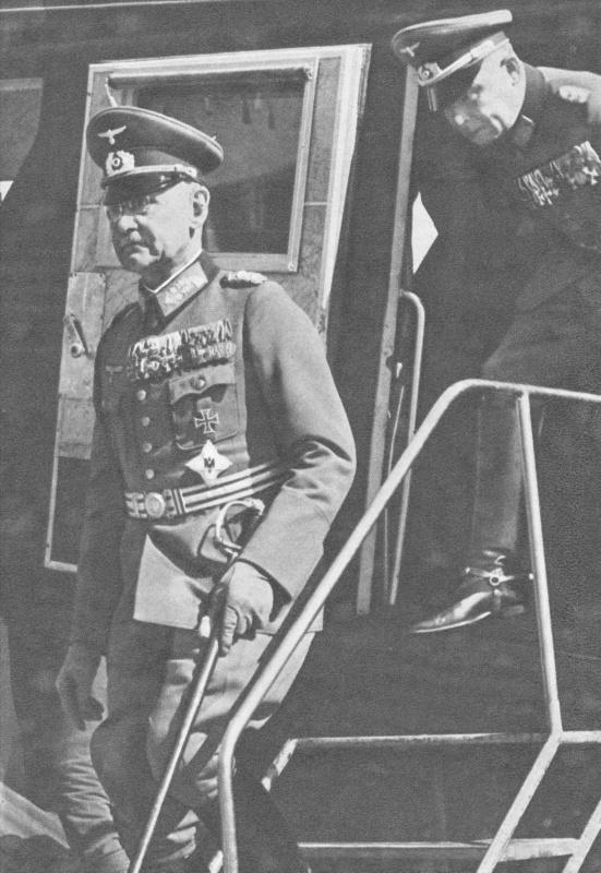 Франц Гальдер на аэродроме в Финляндии. 1941 г.