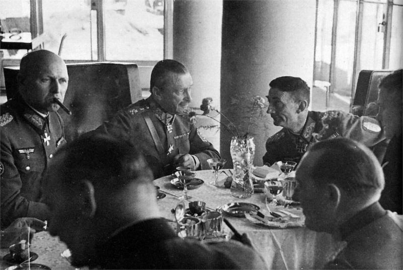 Эдуард Дитль и маршал Маннергейм. 1944 г.