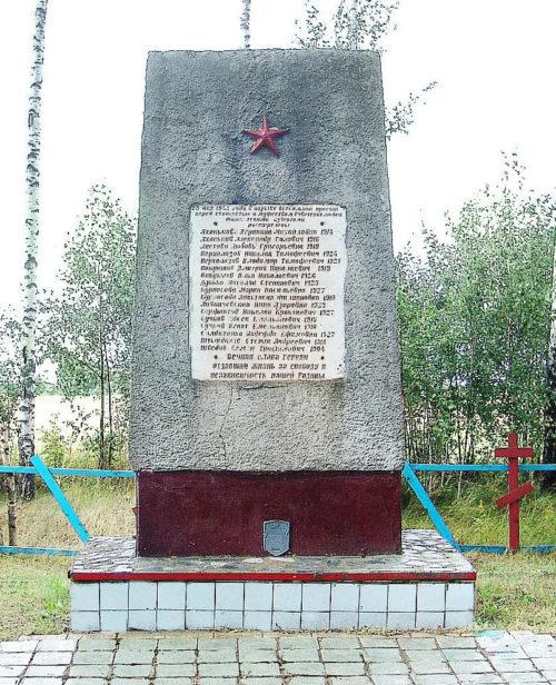 д. Тудоровка Горецкого р-на. Памятник, установленный на братской могиле, в которой похоронено 17 советских воинов.