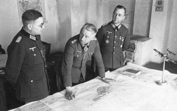Теодор Буссе на совещании. 1942 г.