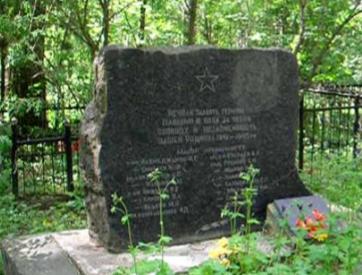 д. Пилещено Чаусского р-на. Братская могила на сельском кладбище, в которой захоронено 26 воинов.