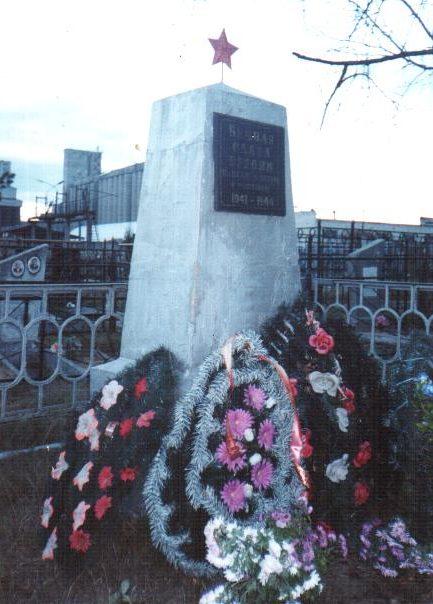 г. Осиповичи. Памятник по улице Пионерской, установлен на братской могиле, в которой похоронено 7 воинов, погибших в годы войны.