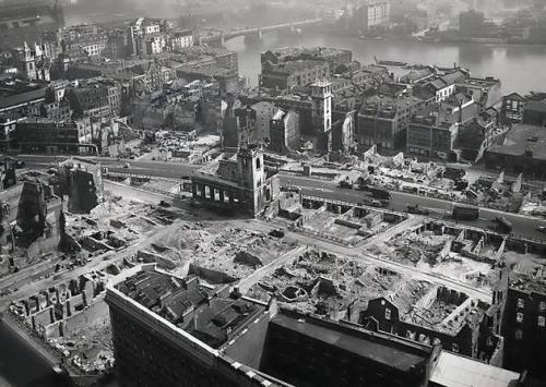 Вид на руины из Собора Святого Павла. 1942 г.