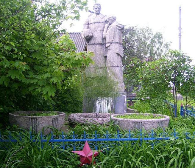 д. Поповцы Чаусского р-на. Братская могила, в которой захоронено 42 воина.