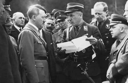 Фриц Тодт и Адольф Гитлер. 1940 г.