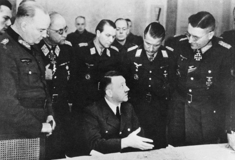 Теодор Буссе на совещании у фюрера. 1945 г.