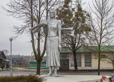 п. Глуша Бобруйского р-на. Мемориальный комплекс в честь памяти погибших жителей.