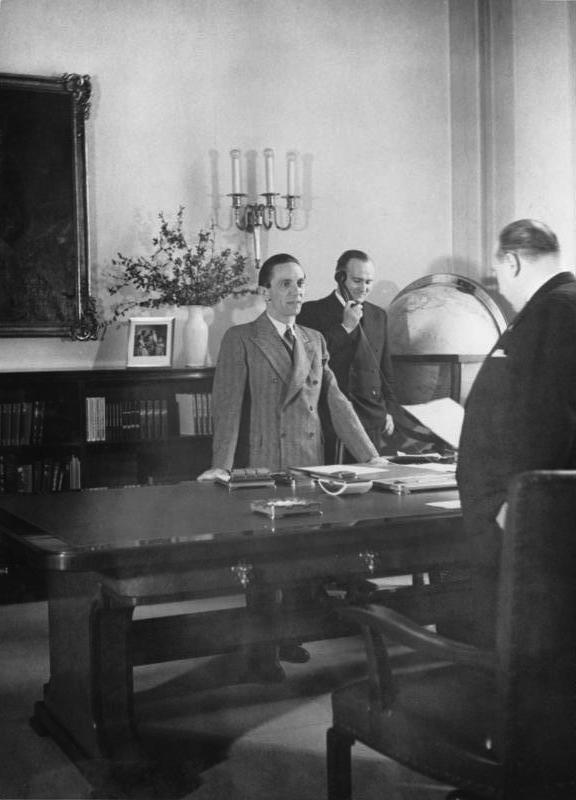 Вальтер Функ, Йозеф Геббельс и Карл Ханке. 1937 г.