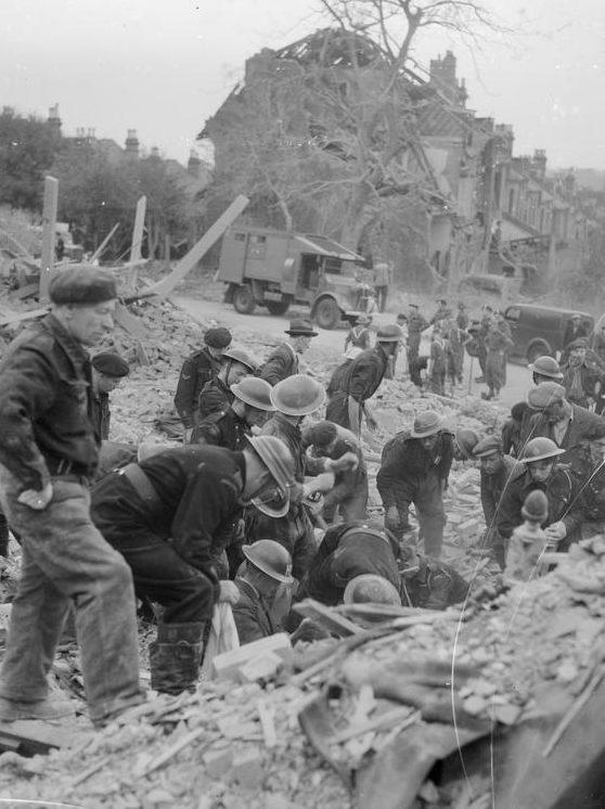 Взрыв ракеты ФАУ-1. 13 июня 1944 г.