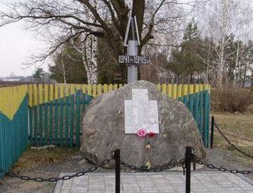 д. Слободка Бобруйского р-на. Памятник погибшим землякам.