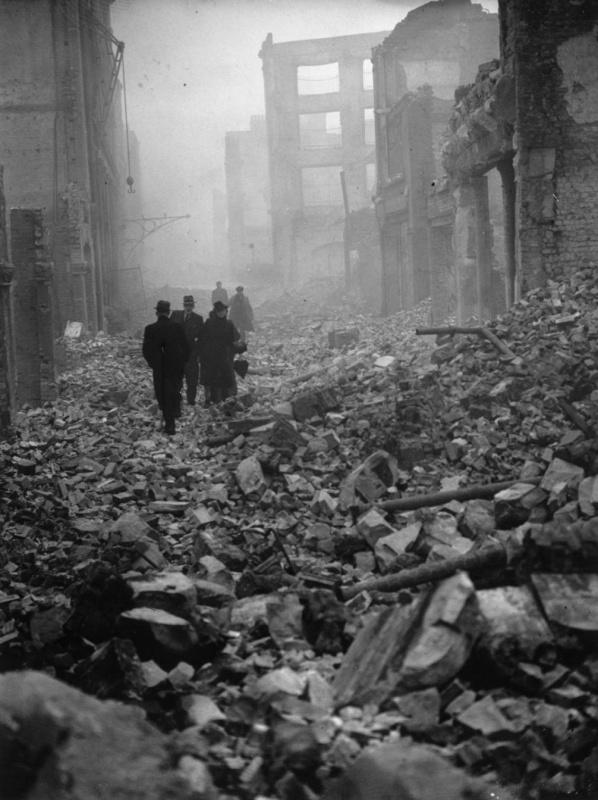 Горожане идут на работу. 31 декабря 1940 г.