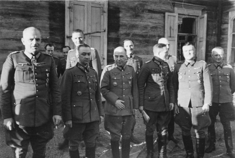 Эрнст Буш с генералами группы армий «Центр». 1944 г.