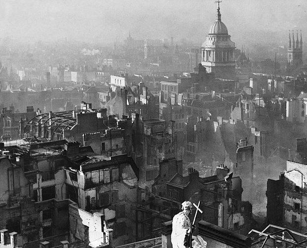 Собор Святого Павла после воздушного налёта. Декабрь, 1940 г.