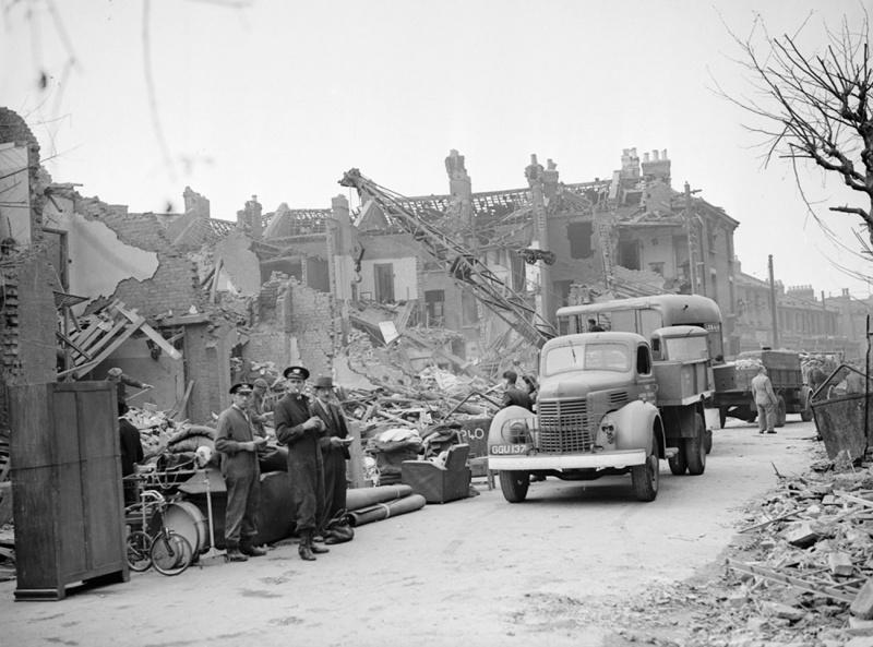 Последствия падения немецкой ракеты Фау-2. 17 сентября 1944 г.