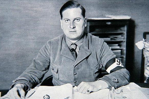 Бальдур Ширах в рабочем кабинете. 1932 г.