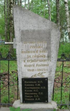 д. Сталка Чауского р-на. Братские могилы на сельском кладбище.