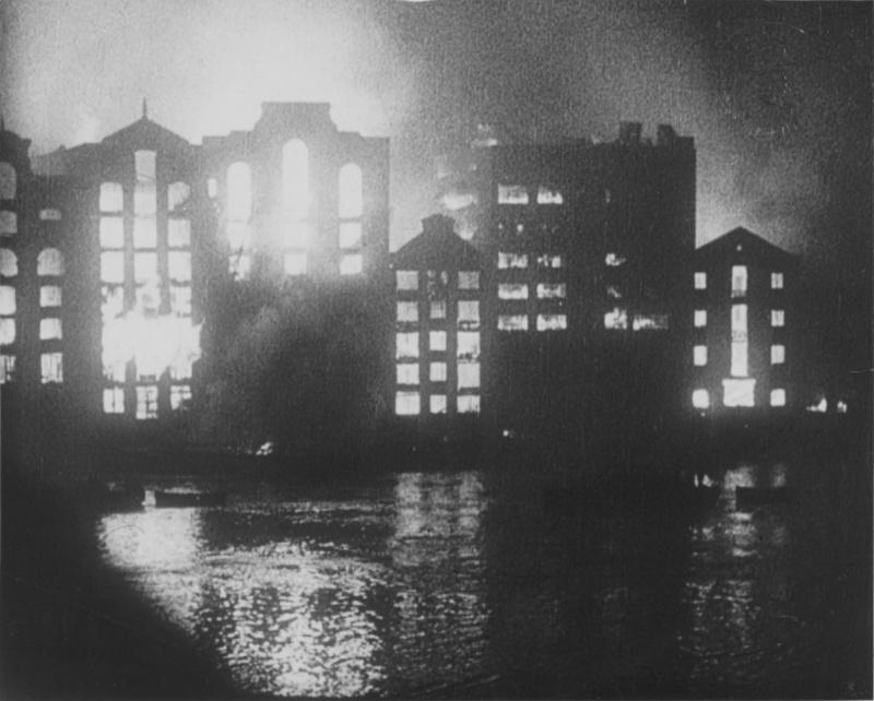 Горящий город. 1940 г.