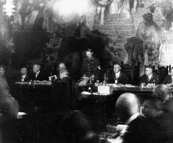 Карл Филер на заседании муниципалитета. Мюнхен. 1933 г.