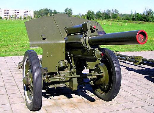 Советские орудия на Буйничском поле.