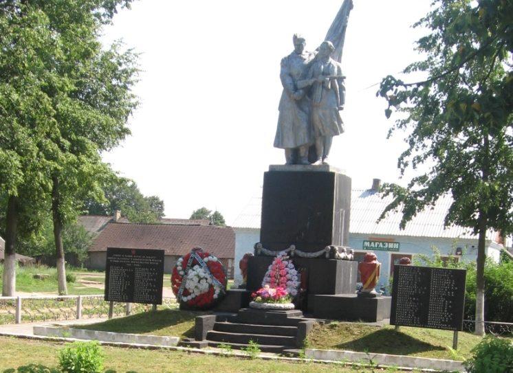 д. Татарка Осиповичского р-на. Скульптурная композиция «Воин и партизанка», установлена в 1974 году на братской могиле, в которой похоронено 319 советских воинов, в т.ч. 296 неизвестных, погибших в годы войны.