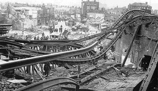 Железнодорожный мост в Южном Лондоне уничтоженный ракетой ФАУ-2. 5 ноября 1944 г.