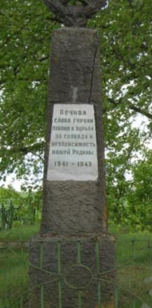 д. Старая Буда Чауского р-на. Братская могила в лесу у села.