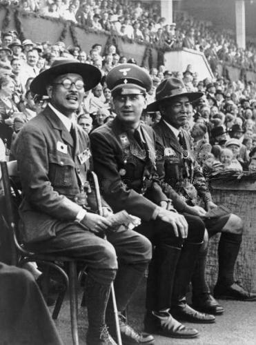 Бальдур Ширах с делегацией японских скаутов. 1937 г.