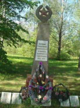 д. Сутоки Чауского р-на. Братская могила, в которой захоронено 77 воинов.