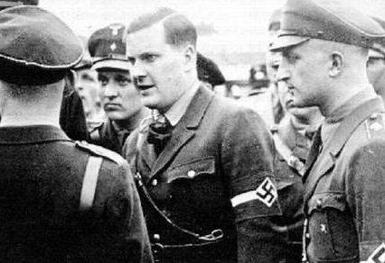 Бальдур Ширах беседует с лидерами «Гитлерюгенд». 1938 г.