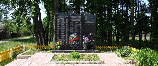 д. Сухари Чауского р-на. Памятник погибшим односельчанам.