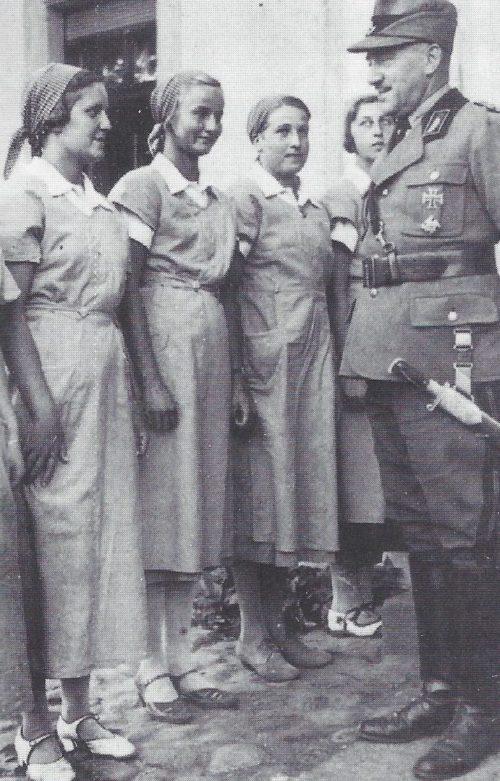 Константин Хирль с членами национальной службы труда. 1939 г.