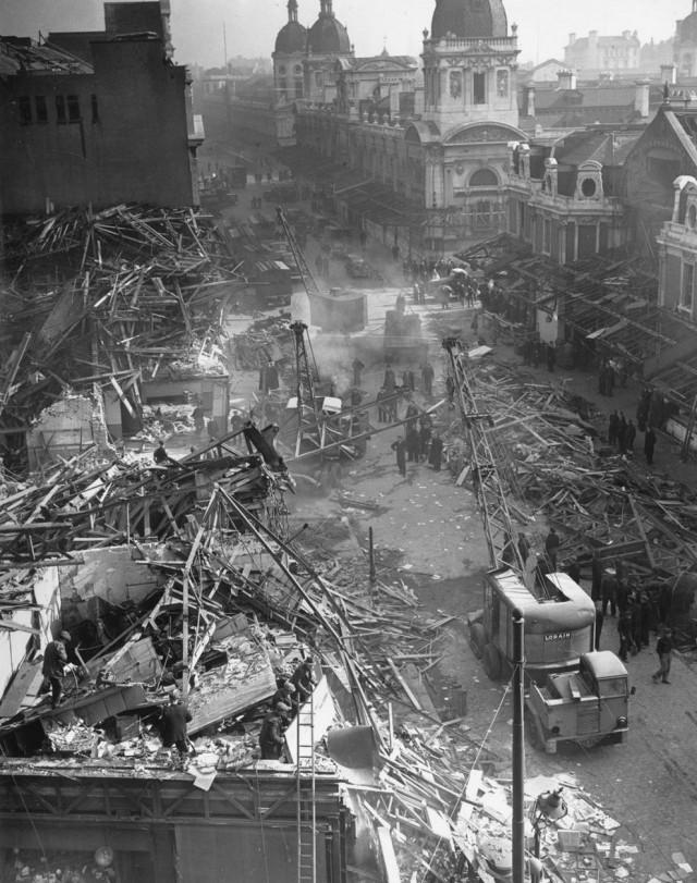 Последствия удара ракеты Фау-2. 9 марта 1945 г.