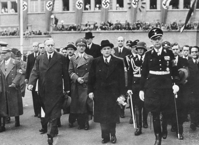 Карл Филер сопровождает Эдуарда Даладье и Иоахима Риббентропа. Мюнхен. 1938 г.