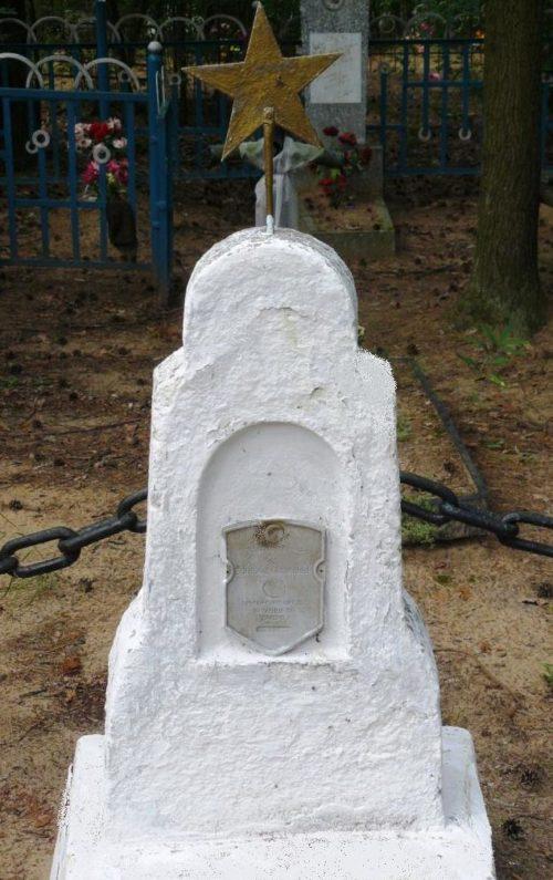 д. Ясень Осиповичского р-на. Памятник установлен в 1967 году на братской могиле, в которой похоронено 2 воина, погибших в 1944 году.