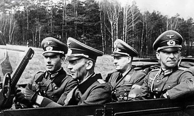 Бальдур Ширах, Вальтер Хёрнляйн, Хорст фон Узедом, и Евгений Гарски. 1942 г.