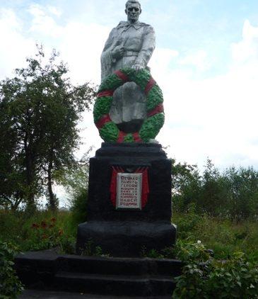 д. Красный Бор Кричевского р-на. Памятник установлен в 1967 году на братской могиле, в которой похоронены 15 воинов 1270-го стрелкового полка 385-ой стрелковой дивизии.