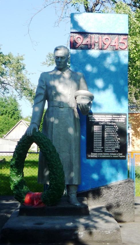 г. Кричев. Памятник установлен в 1969 году по улице Фрунзе на братской могиле, в которой похоронено 15 военнопленных, погибших в сентябре 1943 года.