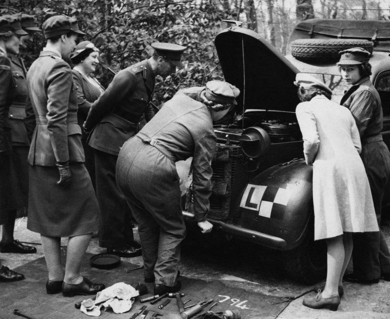 Король с королевой в гостях у дочери. 1945 г.