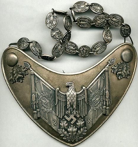 Горжет полкового знаменосца Вермахта.
